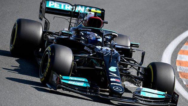 Úřadující mistr světa Lewis Hamilton už ví, kdo bude jeho novým týmovým parťákem.