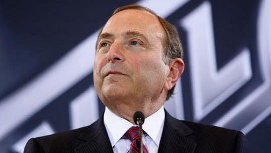 Komisionář NHL Gary Bettman na zasedání rady guvernérů.