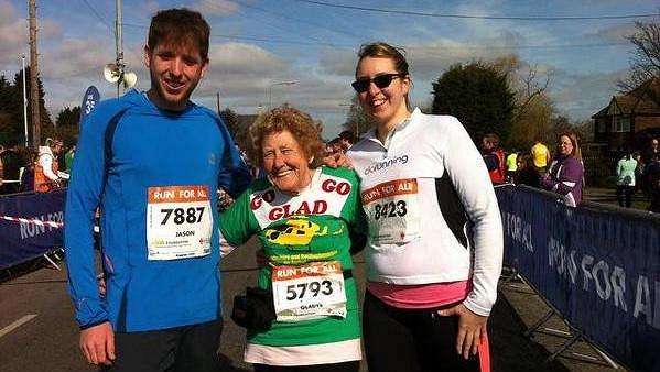 Gladys Tingleová ve svých čtyřiaosmdesáti letech běhá. A to i závody.