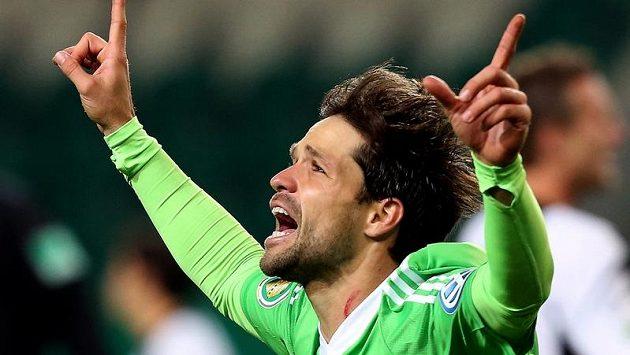 Diego z Wolfsburgu se raduje z branky.
