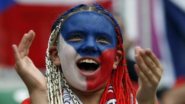 Česká fanynka na zápase fotbalové reprezentace
