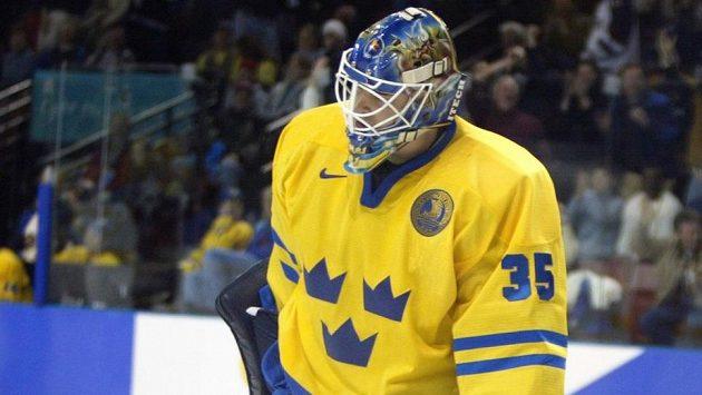 Brankář Tommy Salo jen pár vteřin poté, co ve čtvrtfinále olympijského turnaje v Salt Lake City v roce 2002 proti Bělorusku inkasoval laciný gól, který rozhodl o senzačním vyřazení švédských hokejistů.