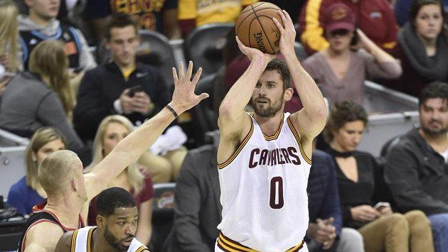 Basketbalista Clevelandu Kevin Love předvedl ve středečním utkání NBA proti Portlandu nevídaný střelecký koncert.
