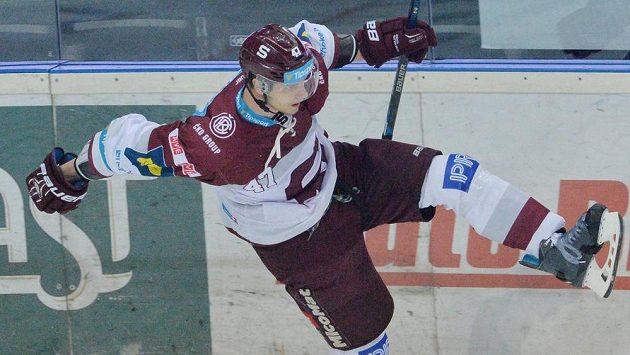 Jan Buchtele ze Sparty se raduje z gólu.
