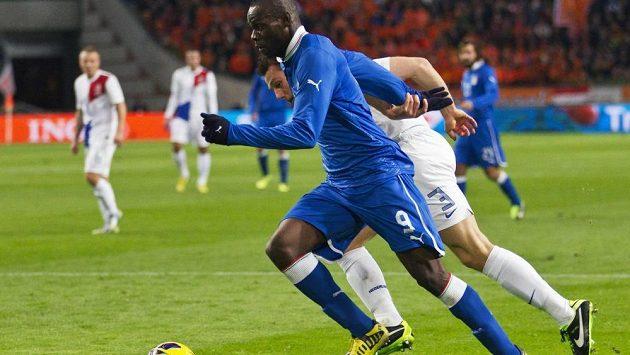 Mario Balotelli, útočník AC Milán a italské reprezentace, v přátelském utkání s Nizozemskem.