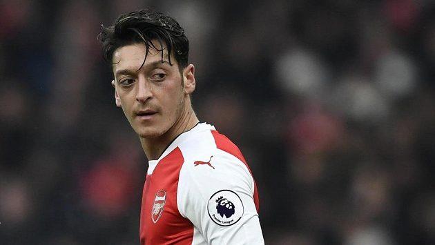 Opora Arsenalu Mesut Özil.