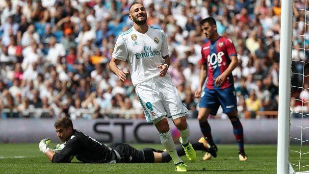 Útočník Karim Benzema je spokojený. Prodloužil smlouvu v Realu Madrid.