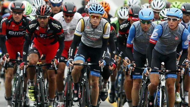 Cyklististický peloton, uprostřed Australan Rohan Dennis - ilustrační foto.