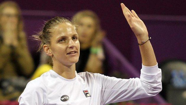 Česká tenistka Karolína Plíšková zdaví fanoušky.