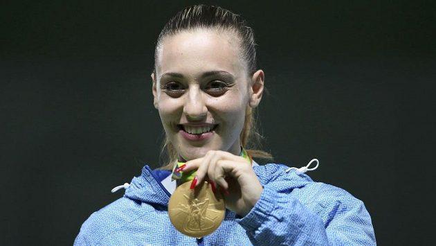 Řecká střelkyně Anna Korakakiová slaví olympijské zlato ve sportovní pistoli.