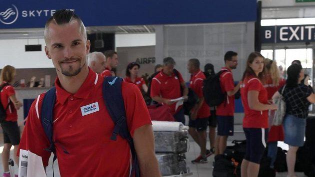 Běžec Jakub Holuša před odletem české reprezentace na evropský šampionát družstev v Lille.