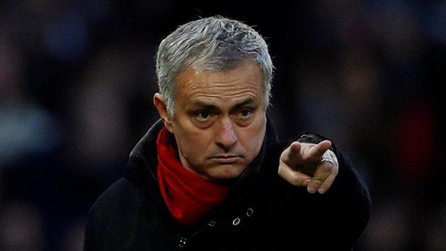 Kouč Manchesteru United José Mourinho během zápasu s Burnley.