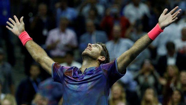 Je konec! Juan Martín del Potro se raduje z postupu do semifinále US Open.