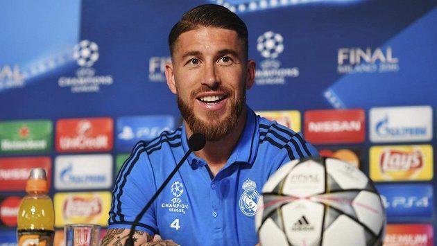 Fotbalový obránce Realu Madrid Sergio Ramos na tiskové konferenci před večerním finále Ligy mistrů.