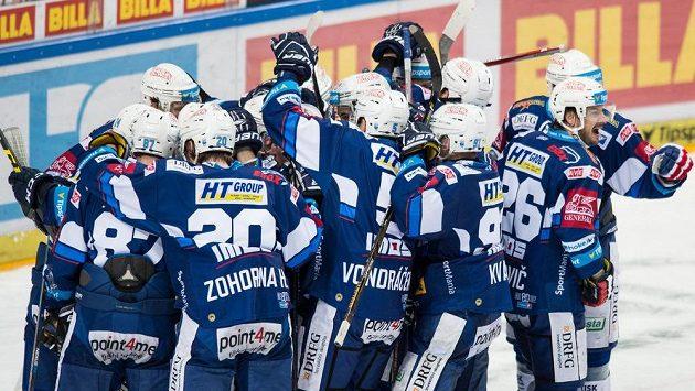 Hokejisté Brna oslavují vítězství 3:2 v prvním utkání čtvrtfinále Generali play off na ledě Sparty.
