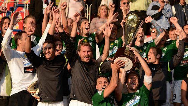 Takhle slavili fotbalisté Jablonce minulý rok ve Štruncových sadech zisk Superpoháru FAČR.