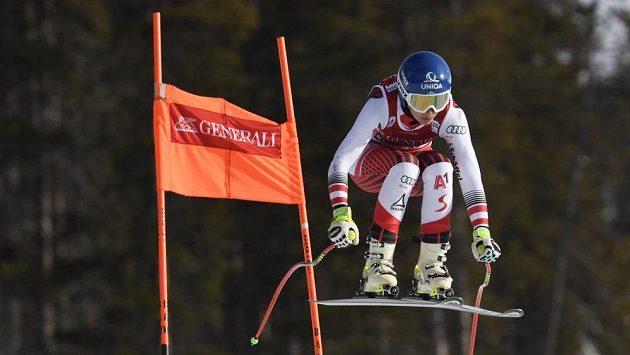 Christine Scheyerová na trati sjezdu Světového poháru v Lake Louise.