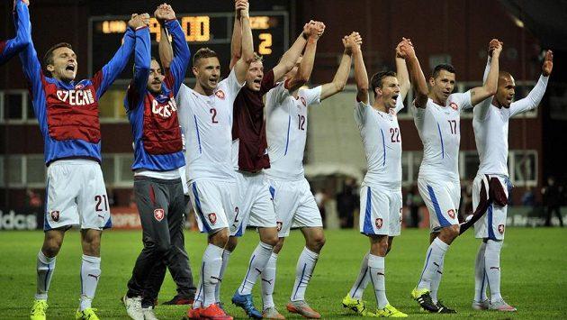 A jsme tam! Češi v Rize oslavili postup do Francie - a vedení reprezentace už řeší přijemné starosti...