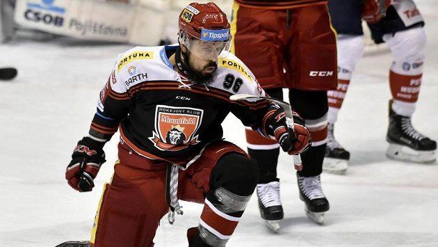 Hradecký útočník Richard Jarůšek se raduje z gólu proti Pardubicím v zápase 18. kola hokejové Tipsport extraligy.
