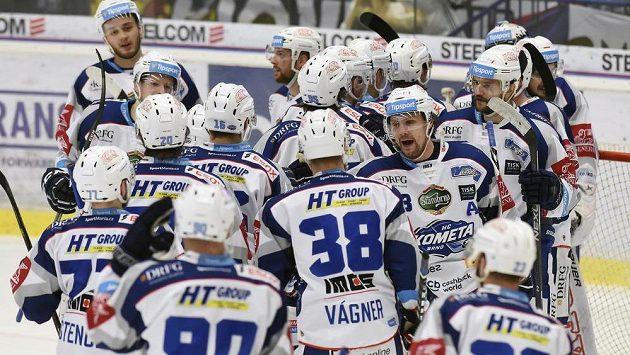 Hráči Brna se radují z vítězství nad Vítkovicemi.