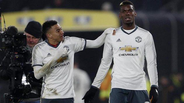 Hráči Manchesteru United Jesse Lingard a Paul Pogba si rozumějí nejen na hřišti. Na internetu se pochlubili společným tanečkem.