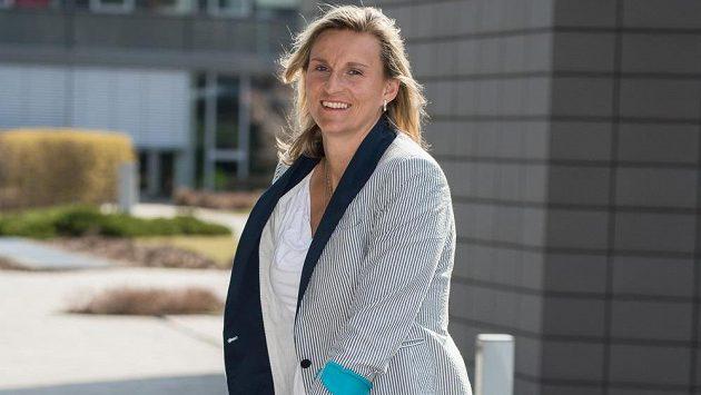 Oštěpařka Barbora Špotáková se kvůli zlomené noze dočasně neobejde bez berlí.