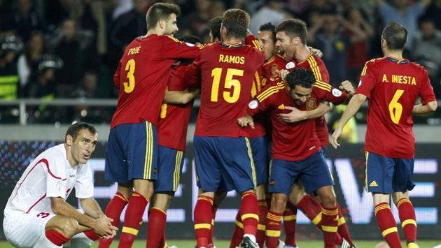 Úřadující mistři světa i Evropy Španělé rozhodli zápas v Gruzii až v samém závěru díky brance Soldada.