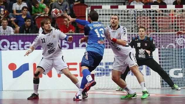 Momentka ze zápasu házenkářského MS mezi Českem a Francií.