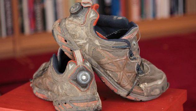 Boty se rozpadnou dříve než BOA. Seznáte dle stahovacích pásků na kabely, které přidržují podrážku na svém místě.