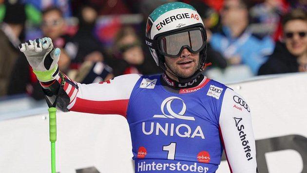Rakušan Vincent Kriechmayr slaví triumf v super-G při SP v Hinterstoderu.