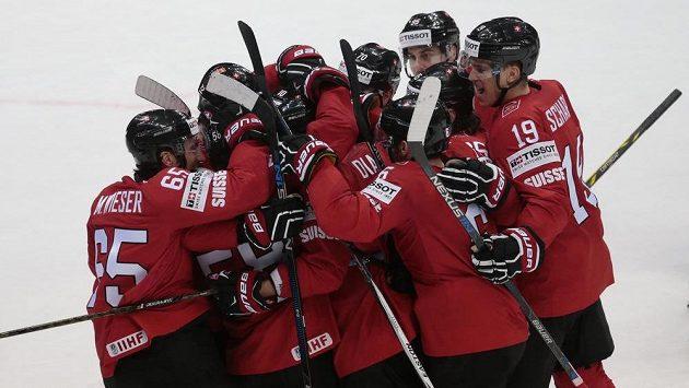 Švýcaři otočili zápas proti Dánsku a poprvé na mistrovství světa v Rusku se dočkali vítězství.