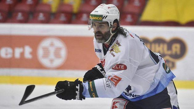 Jaromír Jágr z Kladna při třetím utkání finále v Jihlavě.