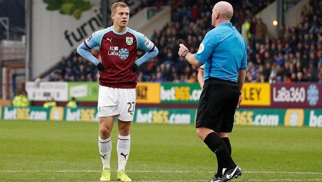 Český útočník Burnley Matěj Vydra čeká v duelu 3. kola FA Cup na zahrání pokutového kopu.