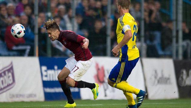Václav Kadlec ze Sparty vyrovnává na 1:1 v utkání ve Zlíně.