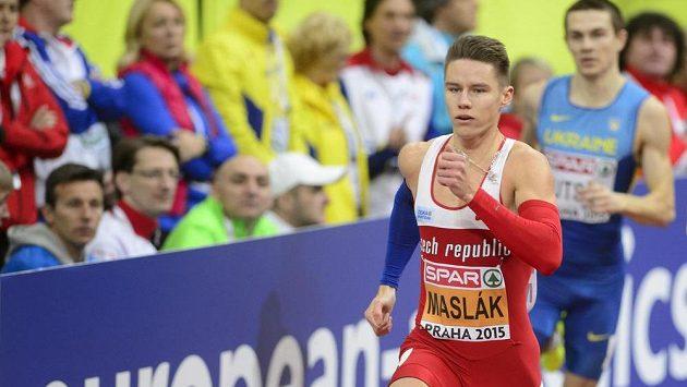 Pavel Maslák během rozběhu na 400 metrů