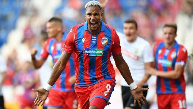 Jean-David Beauguel se raduje poté, co ve druhé půli vstřelil druhý plzeňský gól v ligovém souboji s Opavou.