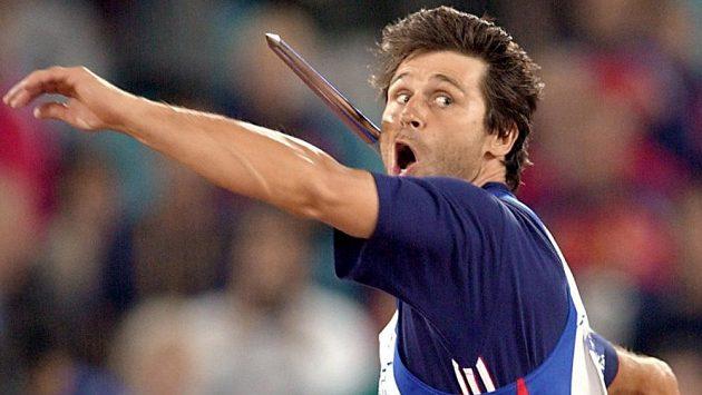 Jan Železný během finále oštěpařského závodu na olympijských hrách v Sydney v roce 2000.