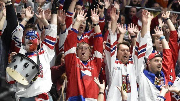 Čeští hokejisté se v Bratislavě znovu mohli spolehnout na podporu fanoušků.