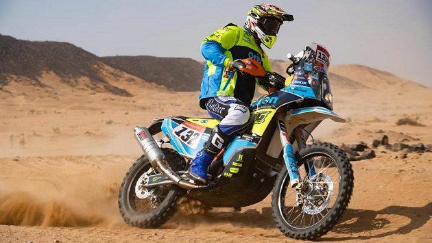 Motocyklový jezdec Martin Michek v Saúdské Arábii.