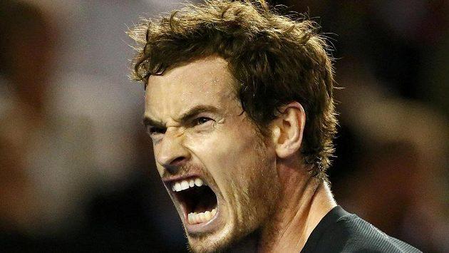 Britský tenista Andy Murray si pomáhá hlasitým výkřikem ve finále mužské dvouhry na Australian Open.