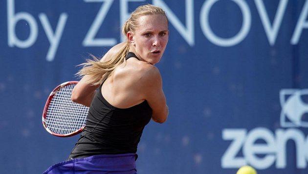Česká tenistka Nicole Vaidišová se připravuje na úder během na pražské Štvanici.