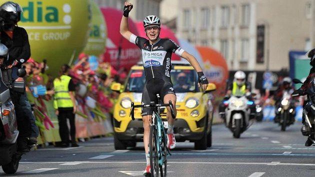 Cyklista Petr Vakoč se raduje z vítězství ve druhé etapě Kolem Polska.