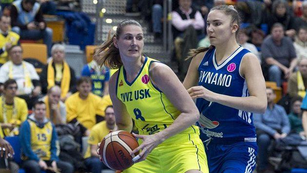 Zleva Ilona Burgrová z USK a Maria Vadějevová z Kursku.