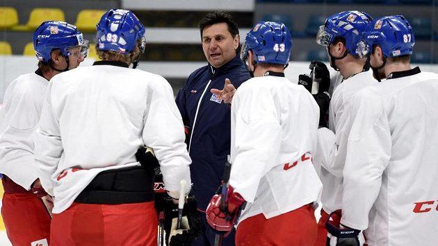 Trenér Vladimír Růžička během tréninku české hokejové reprezentace.