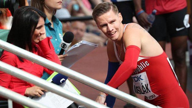 Pavel Maslák se po semifinále mistrovství světa chystá na rozhovor pro Českou televizi.