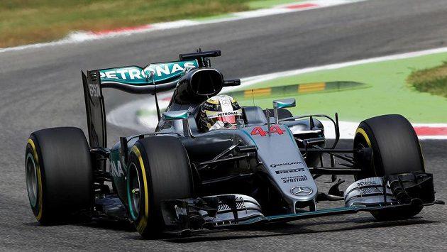 Lewis Hamilton při tréninku na Velkou cenu Itálie v Monze.