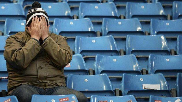 To je trapas. Fanoušek Tottenhamu nemůže uvěřit debaklu 0:6 od manchesteru City.