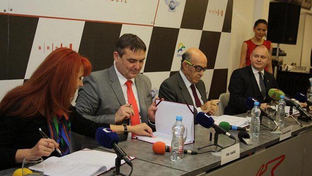 Foto z roku 2016 - podpis pětileté smlouvy na Velkou cenu Brna.