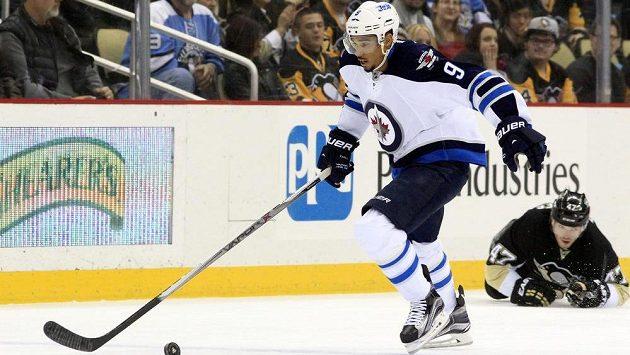 Evander Kane už zřejmě v této sezóně nezasáhne do hry. Objeví se ještě v dresu Winnipegu?