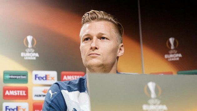 Plzeňský obránce Václav Procházka na tiskové konferenci ve Villarrealu.